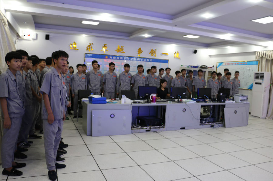 技师学院的师生参观了学院监控中心,警体训练声场以及我系学生宿舍,并