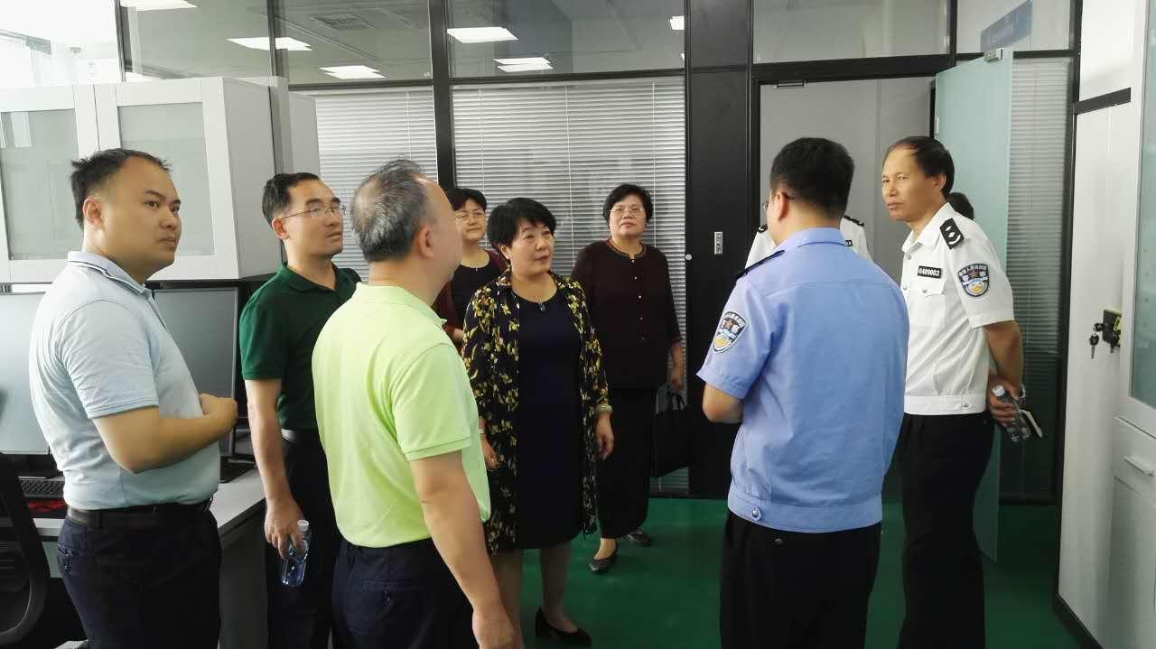 加快推进海南政法职业学院和海南省人民警察高级培训学校的转制发展.